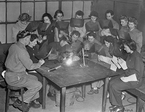 Mujeres en la escuela de soldadura de