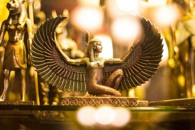 Los antiguos egipcios soldaban pequeñas piezas de oro.