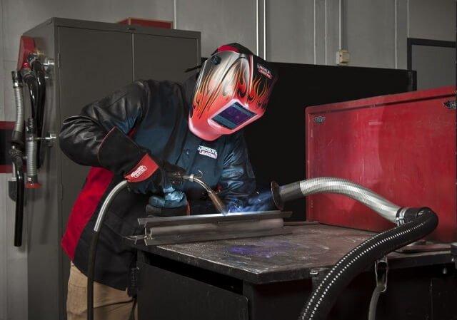 La verificación periódica de los equipos de soldadura es obligatoria para mantener la seguridad. Imagen de Stahl.