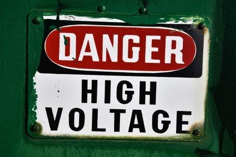 La protección contra las descargas eléctricas es la característica más importante que deben poseer las herramientas para electricistas profesionales.